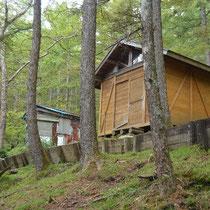 賽の河原手前の休憩小屋