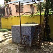Neu gebaut wurde ein kleines Taufbecken, das hinter dem Haus steht.