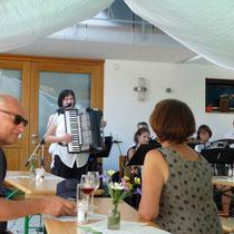 Zur Eröffnung sorgte das Orchester des Handharmonikavereins Wolfenweiler-Schallstadt für gute Stimmung.