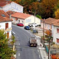 Die Rue Departementale führt ins Dorf