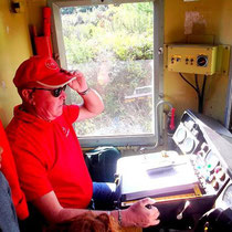 Besuch beim Zugführer - besonders intressant für die Kinder, die auch das Signalhorn betätigen dürfen