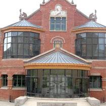 Chirurgiepavillon Hinterseite mit Schauglas-Operationssaal