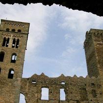 Glockenturm und Wehrturm Sant Pere de Rodes