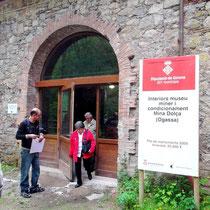 Vor dem Bergwerksmuseum ( mit Führer Alex)