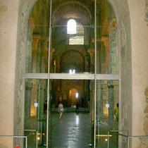 Eingang Kirche - das Portal mit den Skulpturen des Meisters von Cabestany ist nur noch in kleinen Resten vorhanden