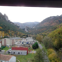 Blick auf einen Industriekomplex ( altes Kraftwerk)