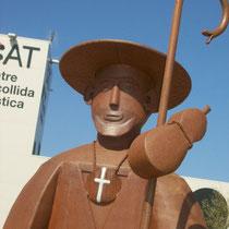 Pilgerfigur vor dem Tourismus-Zentrum in Vilajuiga