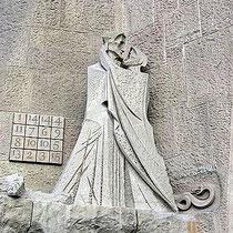 Judaskuss - im Hintergrund Zahlenquadrat und Schlange