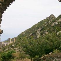 """Kloster Sant Pere de Roda und Burg San Salvador - Vorbild für die Gralsburg in Wolfram von Eschenbachs Epos """"Parzival""""?"""