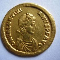 solidus, Constantinople, officine: H (8e) 388-392 , 4.35 g, Avers: DN VALENTINI-ANVS P F AVG