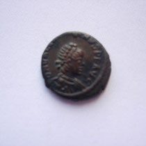 petit bronze Nicomédie, 1.42 g,  A/ DN VALENTINIANUS P F AUG