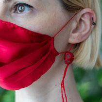 """IZABELLA PETRUT, Maske """"CoVid19"""", 2020, Naturseide, Steine, ©Mihai Pop"""