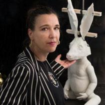 "ALJA NEUNER mit ""Der Wundersame"", 2018, Limoges Porzellan, 40x40x80cm"