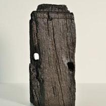 NORBERT PÜMPEL, Objekt W 18, Evidente Kammern (Verletzung II.), 37,5x21x18cm, Eichenholz, Paraloid, Teer, 2019