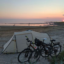 Schöner Campingspot am Meer