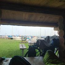 Ausblick vom Shelter am Morgen auf den Hafen