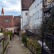 Der Weg nach unten, von der Stadtmauer kommend!