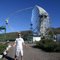 El telescopio Magic, que capta rayos Gamma al colisionar contra la atmósfera, es realmente espectacular, siendo lo primero que ves cuando subes al Roque de los Muchachos, impresiona con todos sus espejos al aire...