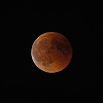 Luna saliendo de la totalidad del Eclipse