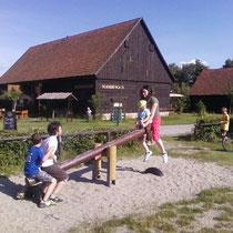 ein Besuch auf dem Spielplatz im Erlichthof