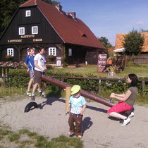 wenn große Kinder spielen, dürfen nicht mal unsere Jüngsten wippen