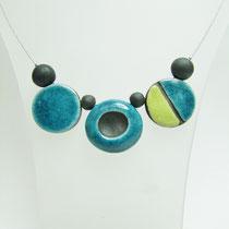Description de ce collier bleu et vert en raku