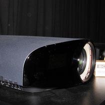 Seit zwei Jahren Konkurrenzloses Referenzgerät im Heimkino: Sony VPL-VW1100/1000