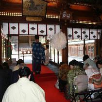 「日本の絹が次代へつながるように」 多くの方が着物姿で祈願されました