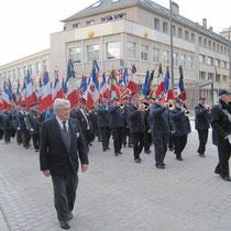 Le défilé des porte-drapeaux à Saint-Lô