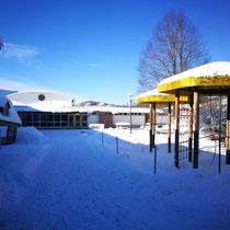 ...schaut auf dem Schulhof vorbei und staunt...