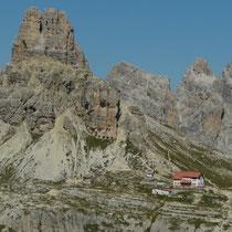 Blick auf die Drei Zinnen-Hütte