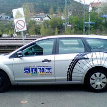 <h1>Fahrzeugbeschriftung</h1><p>Für die Institution Soziale Hilfe in Marburg haben wir neben einem umfassenden Corporate Design und vielen Printprojekten auch zahlreiche Fahrzeugbeschriftungen umgesetzt.</p>