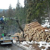グラップルローダ付トラック(木材搬出トラック)
