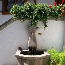 Brunnen im Innenhof.