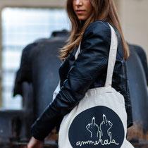 katoenen draagtas #ammehoela Iwrite4U merchandise - duurzaam design - biologisch katoen - canvas tas - totebag - hobbytas