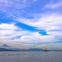 夏の富士山とにっぽん丸