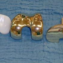 """""""goldenes"""" Knie - titannitrit beschichtet - Verwendung bei Metallallergie"""