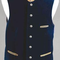 Dunkelblaue Samtweste: Stehkragen, Taschen aus weichem Ziegenleder, silberfarbene Trachtenknöpfe.