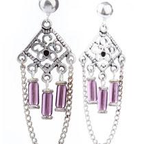 Boucles d'oreilles, fermoirs en argent 925, verre couleur aubergine et métal argenté. Copyright Sab El & Sy