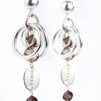 Boucles d'oreilles, fermoirs en argent 925, quartz fumé, cristal fumé et métal argenté. Copyright Sab El & Sy