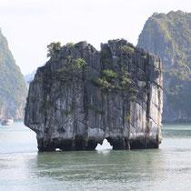 Felsen in der Halongbucht dient als Sujet auf der 200`000er Note