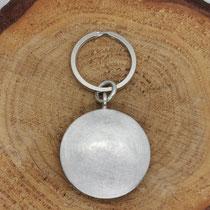 Schlüsselanhänger aus 925er Silber mit Inlay aus gefilztem Hundehaar (Unterwolle) und gefrästem Namen, 130,-