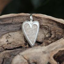 großes Herz, 925/er Silber, mit eingefilzter Unterwolle, LxB = ca. 27x16mm,  €115,-