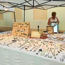 Lucia Bongiorni con bijoux creati a mano