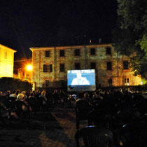 Rivergaro: Cinema Sotto Le Stelle 2020     Luglio, giovedì 2 , 16, 30// Agosto, giovedì 13  giardino di Via Don Veneziani, 64 - Rivergaro (PC)  di fronte alla Casa del Popolo     dalle ore 21:30