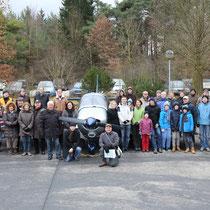 Die Teilnehmer der Flugplatzwanderung, Foto: A.Pirchmoser