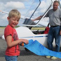 Benedikt und sein Papa und in der Hand den Drifter, Foto: jkob