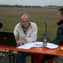 Ludwig als Punktrichter beim Ikarus Segelkunstflugwettbewerb 2007. Foto: jkob