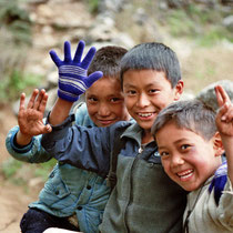 Knaben in Nepal