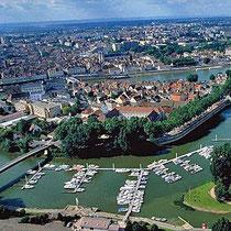 Chalon-sur-Saône mit der Insel Saint-Laurent und dem Hafen